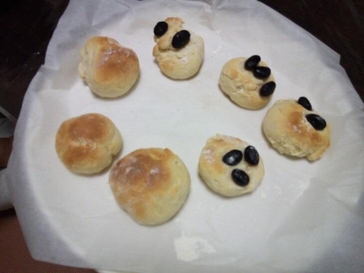 子どもと作ったパンが完成した写真