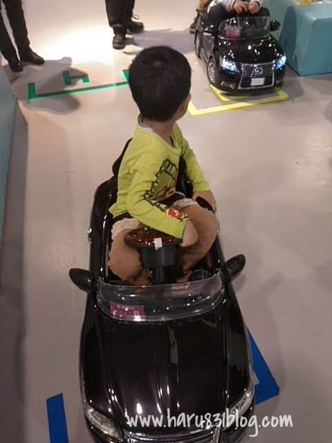 メガウェブのプチライドワンに乗った写真
